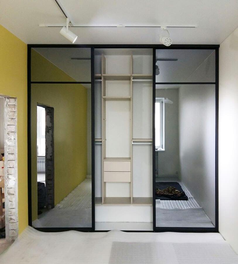 Встроенный шкаф-купе дрехстворчатый на заказ