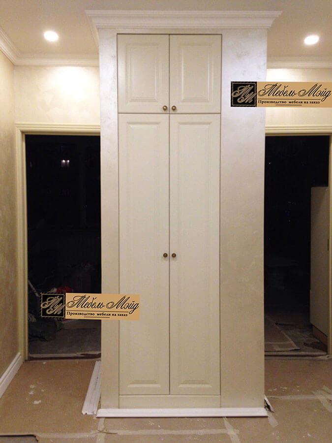 Встроенный двухдверный шкаф на заказ