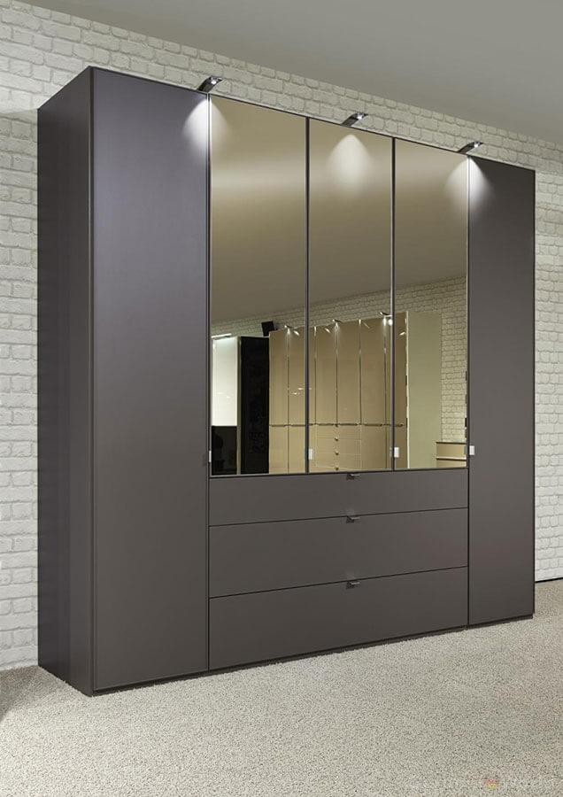 Серый шкаф на заказ с зеркалом