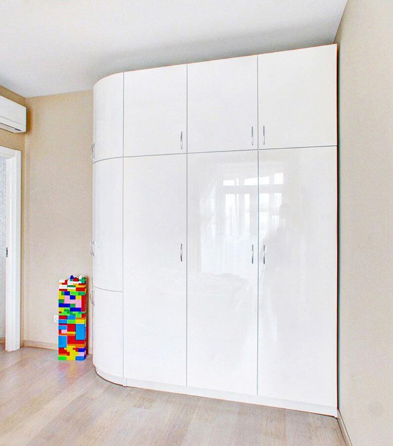 Радиусный шкаф белого цвета на заказ