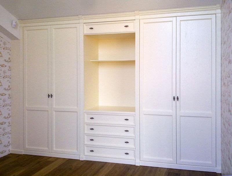 Четырехдверный встроенный шкаф на заказ