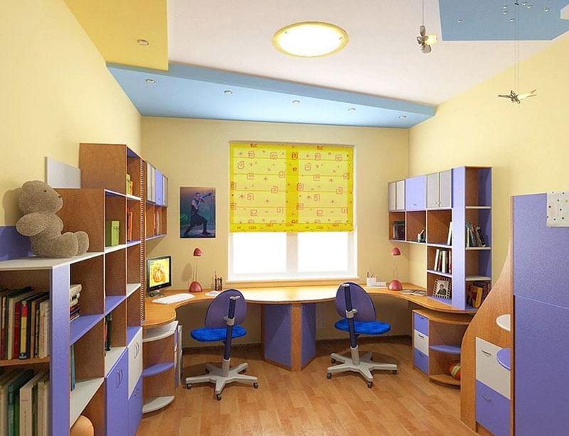 Письменный стол для двоих детей вдоль окна на заказ