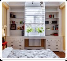 Стол у окна с ящиками и полками цвет белый на заказ